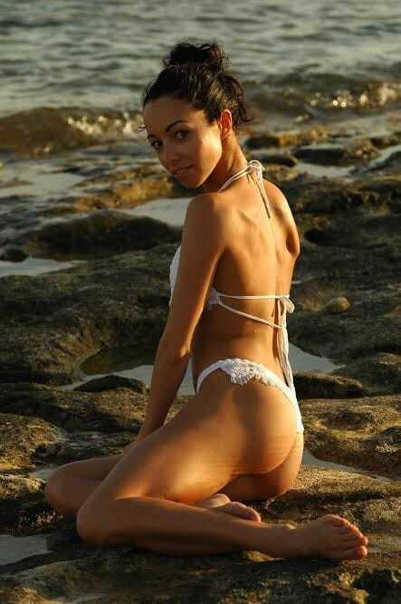 Сексуальная украинская балерина похвасталась фигурой в бикини