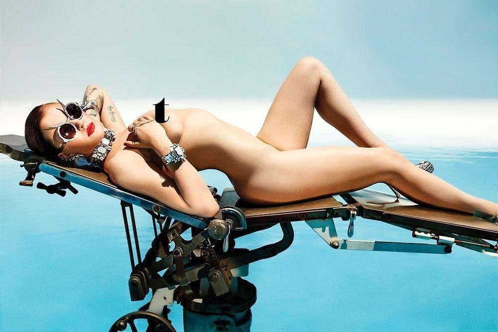 Дочь Алека Болдуина и Ким Бейсингер похвасталась роскошной фигурой