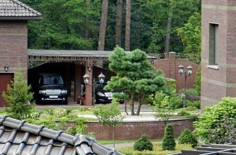 Позбувся маєтку в Пуща-Водиці: суд заарештував нерухомість екс-заступника генпрокурора