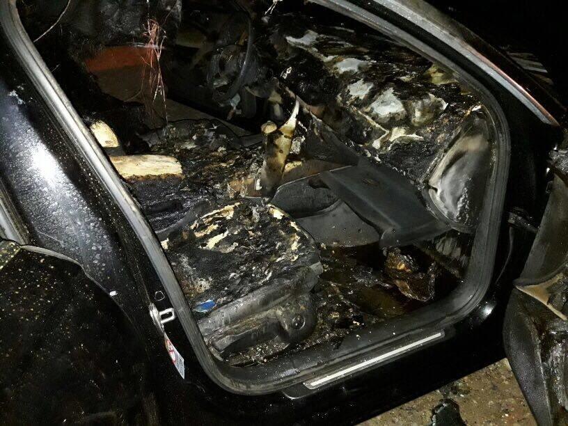 Ремонту не підлягає: у Сумах спалили елітний депутатський автомобіль