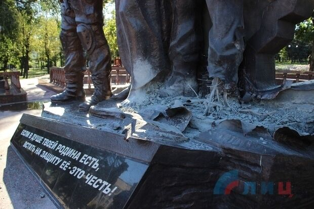 """У Луганську підірвали пам'ятник терористам """"ЛНР"""""""