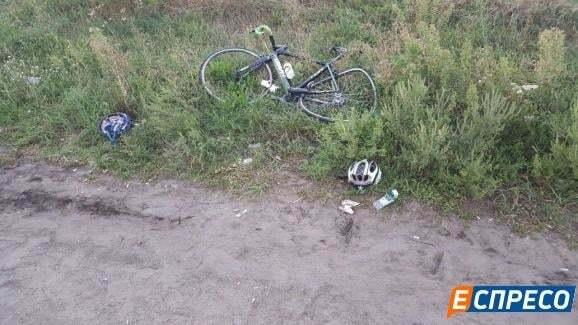 Стали известны подробности жуткого ДТП под Киевом: фото сбитых велосипедистов