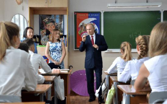 """""""Дети, у вас нет будущего"""": в сети посмеялись над визитом Путина в школу"""