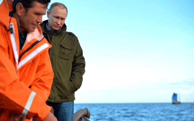 Рибалки в чистому одязі та юшка: соцмережі посміялися над відпочинком Путіна і Медведєва на острові Липно