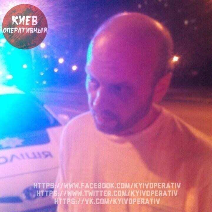 """В Киеве пьяный водитель """"переехал дорогу"""" полицейскому"""