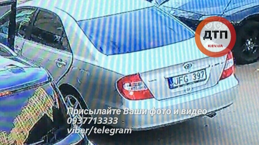 Викрадення молодої пари в Києві: з'явилося відео із місця події