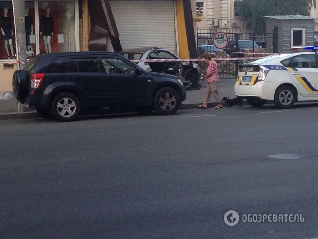 У центрі Києва авто патрульних протаранило таксі, є постраждалі