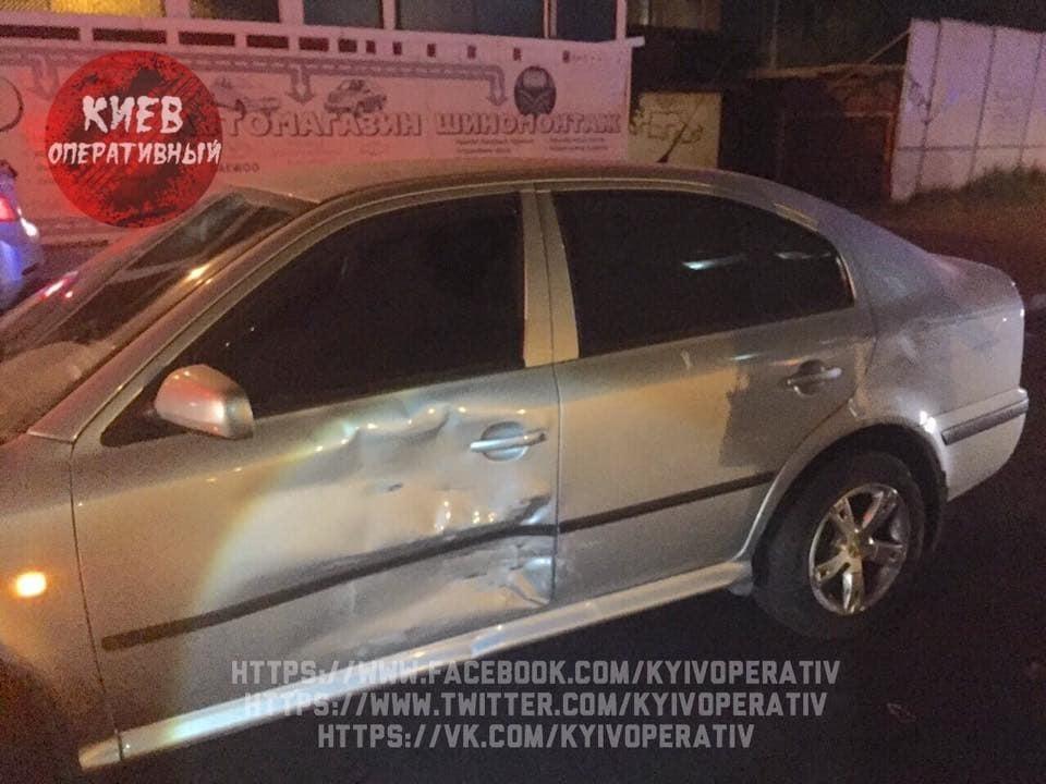 У Києві п'яний водій розбив три авто на світлофорі