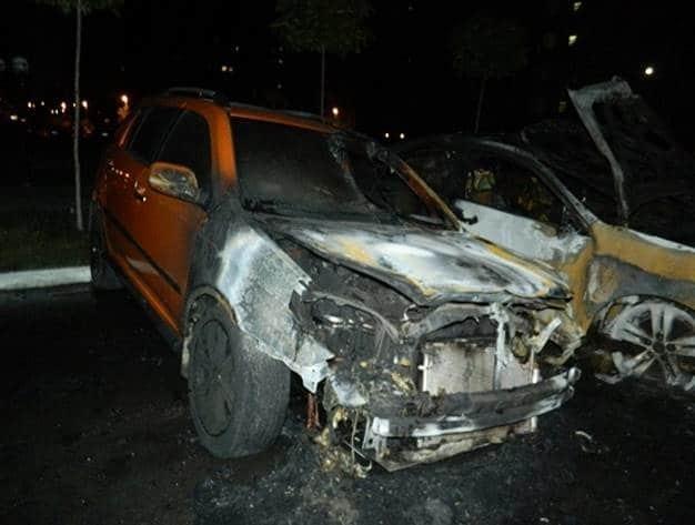 У Києві вночі підпалили авто: в поліції повідомили подробиці НП