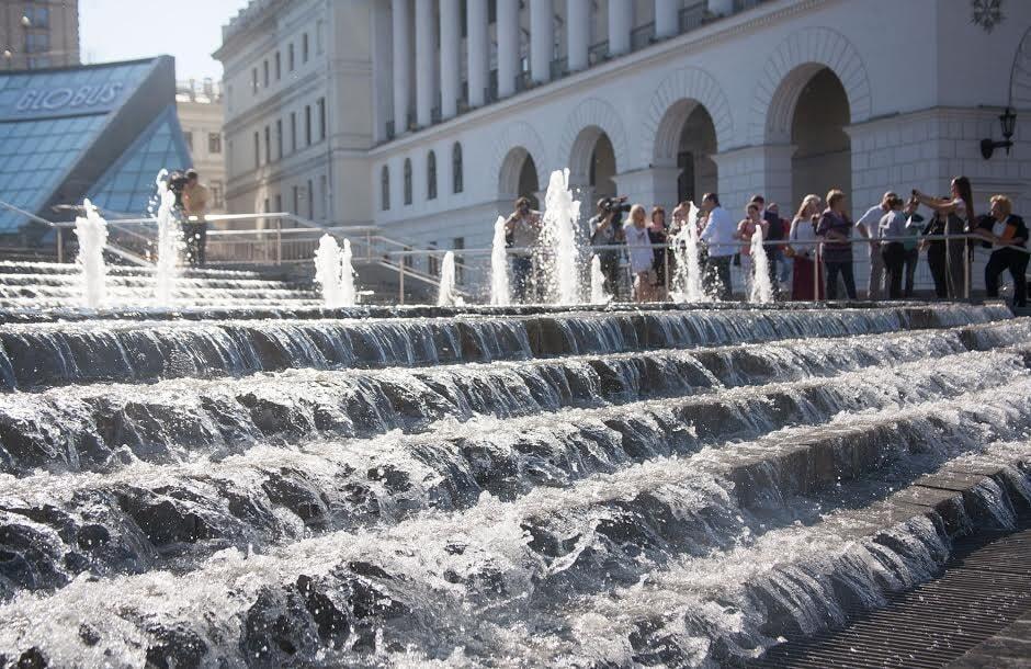 У Києві на Майдані запустили каскадний фонтан