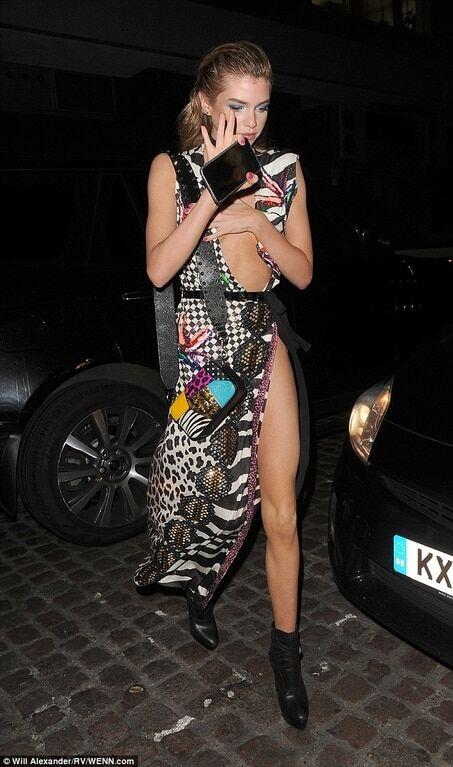 """Конфуз в Лондоне: """"ангел"""" Victoria's Secret засветила грудь на светской вечеринке"""