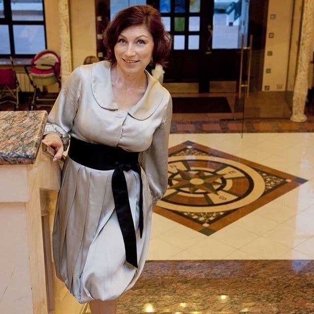 54-летняя Роза Сябитова похвасталась пышным бюстом в бикини