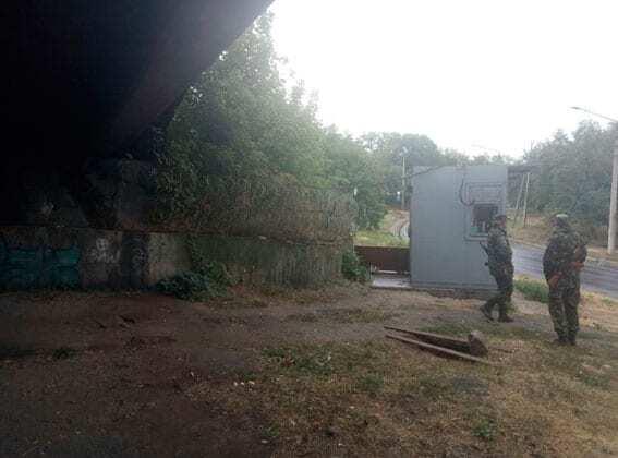 Накинув мотузку і почав душити: в Маріуполі напали на бійця спецроти