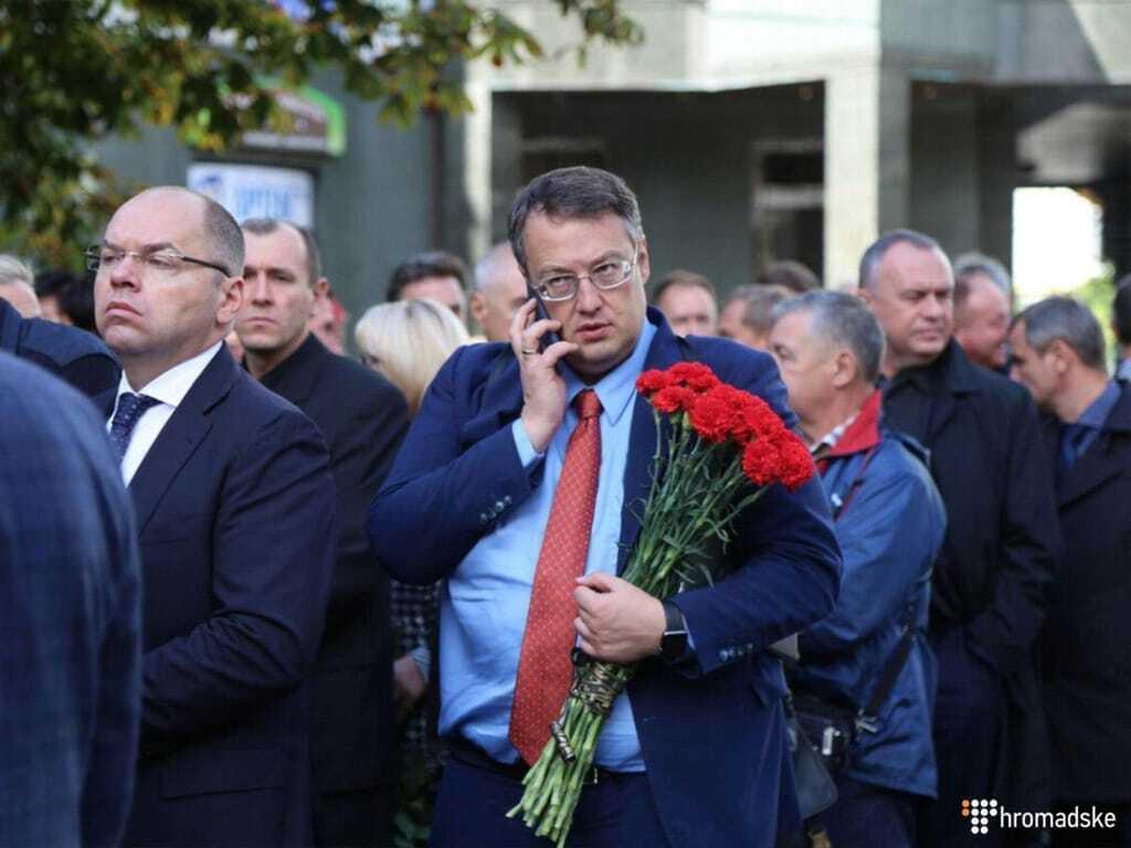 Прийшли сотні людей: в Києві попрощалися із загиблим заступником голови АП Тарановим