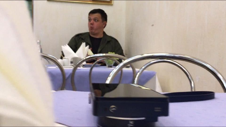 """Тигрові креветки і виноград: у Раді засікли Семенченка за """"депутатським"""" обідом"""
