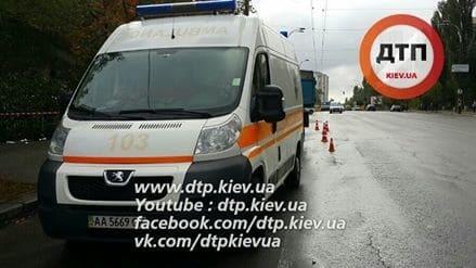 У Києві вантажівка збила на смерть пішохода