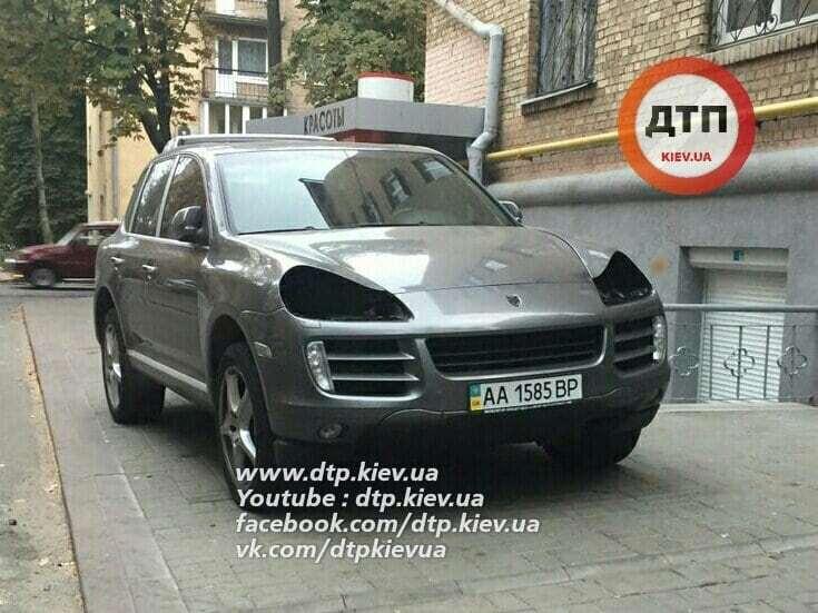 У Києві автозлодії викрали у Porsche дорогезні фари