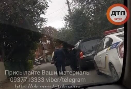 Бійка патруля із водієм у Києві: з'явилося відео інциденту