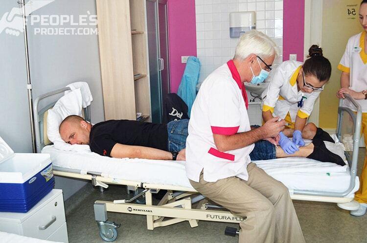 Українські лікарі-біотехнологи провели унікальну операцію учаснику АТО з травмою хребта