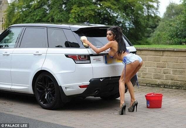 Пышногрудая порноактриса Хлоя Хан показала, как нужно мыть машину