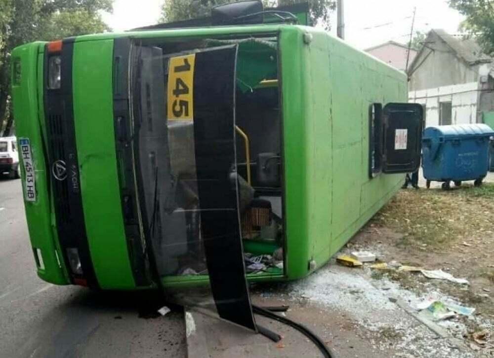 В Одесі на ходу перекинулася маршрутка: постраждали пасажири