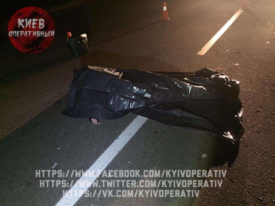 Дівчина померла на місці: у Києві водій збив пару і зник із місця ДТП