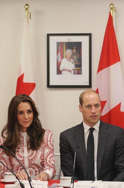 Тендітна Кейт Міддлтон вийшла в сукні кольорів прапора Канади