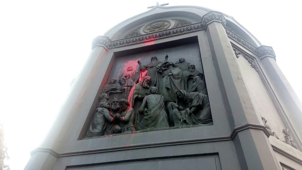 В Киеве вандалы изуродовали памятник Владимиру Великому