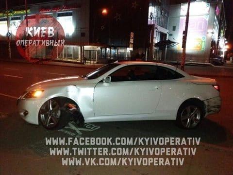 Ехал на красный: в Киеве пьяный водитель Lexus устроил ДТП