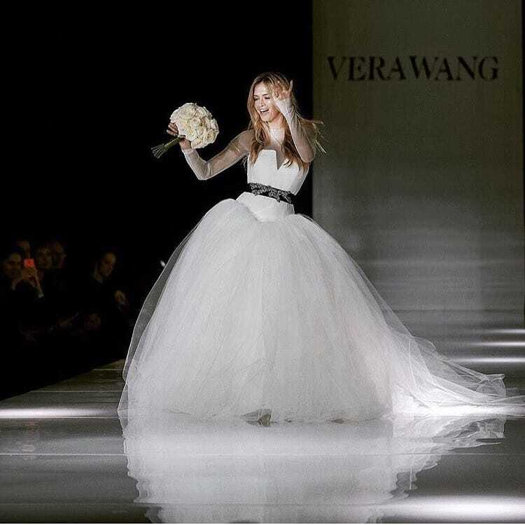 Вера Брежнева засветилась в Москве в роскошном свадебном платье