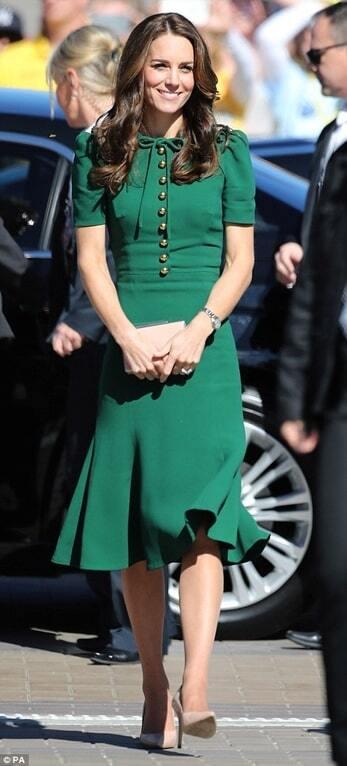 Элегантная Кейт Миддлтон в платье Dolce & Gabbana посетила с мужем волейбольный матч и винодельню