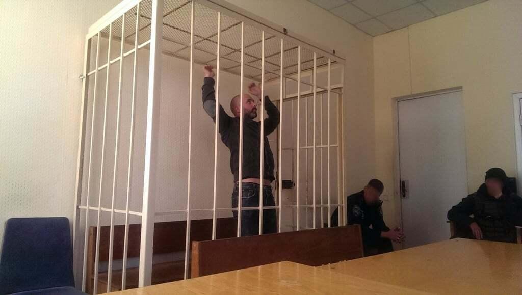 """Подтягивался в """"клетке"""" и валялся на скамье: похититель водителя BlaBlaCar отличился на суде"""