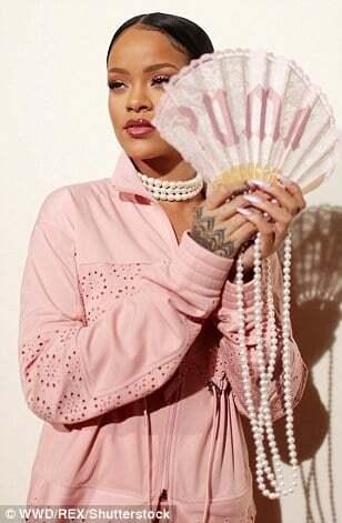 Ріанна представила колекцію для Puma на Тижні моди у Парижі
