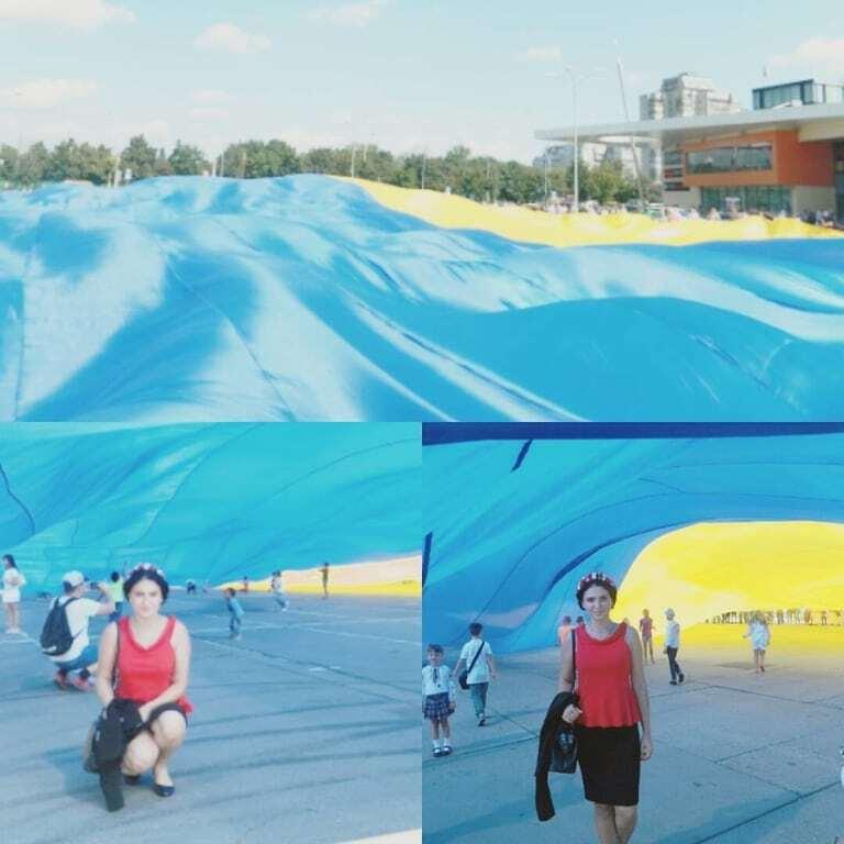 Самый большой в мире: в Сумах развернули гигантский флаг Украины