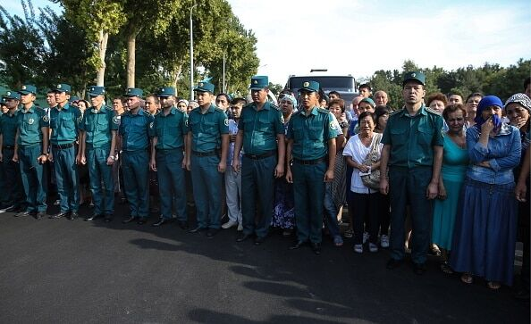 Опубліковано фоторепортаж із похорону президента Узбекистану Карімова