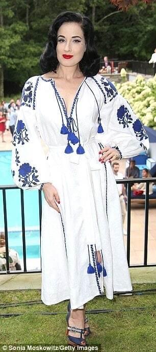 Дита фон Тиз покрасовалась в еще одной вышиванке от украинского дизайнера