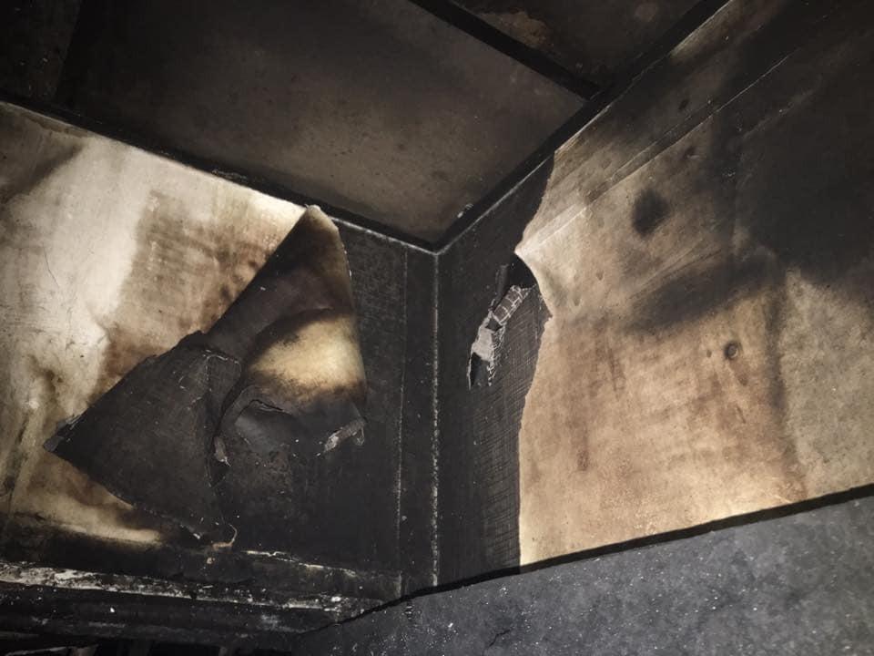 """Бите скло, гар і кіптява: з'явилися моторошні фото спалених офісів """"Інтера"""""""