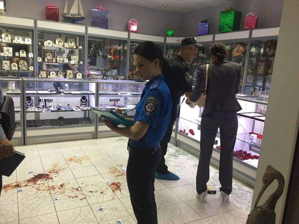 В Киеве произошло разбойное нападение со стрельбой на ювелирный магазин