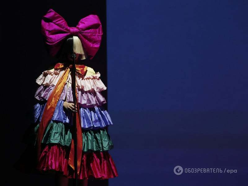 На презентации Apple выступила самая загадочная певица современности