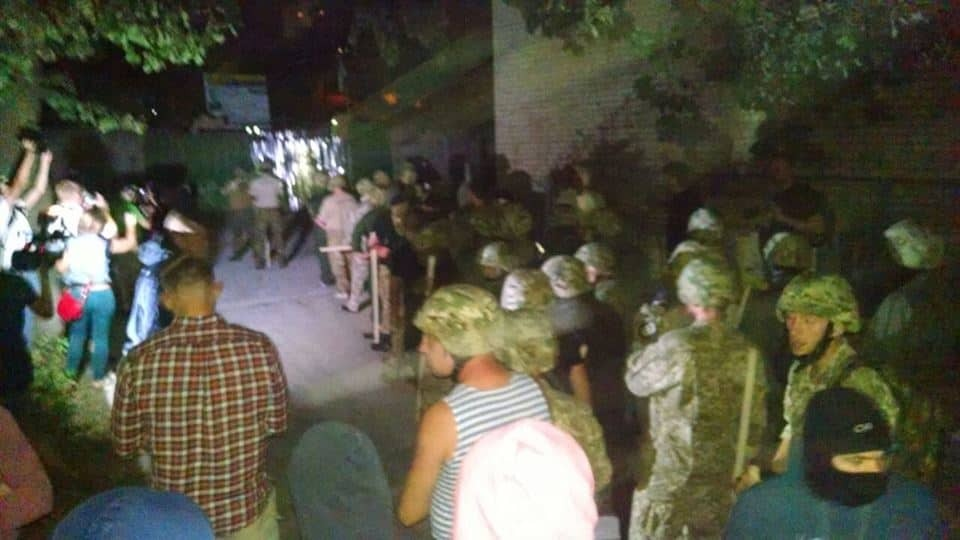 Конфлікт на скандальному будівництві у Києві: поліція затримала близько 30 осіб
