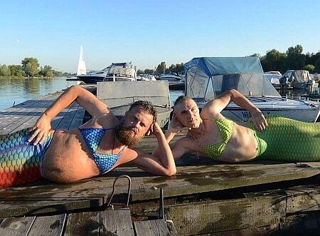 Мужчины переоделись в русалок на прощание с летом: опубликованы фото
