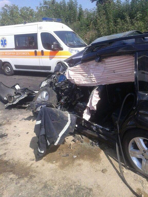 Є жертва: у Вінницькій області легковик зіткнувся з вантажівкою
