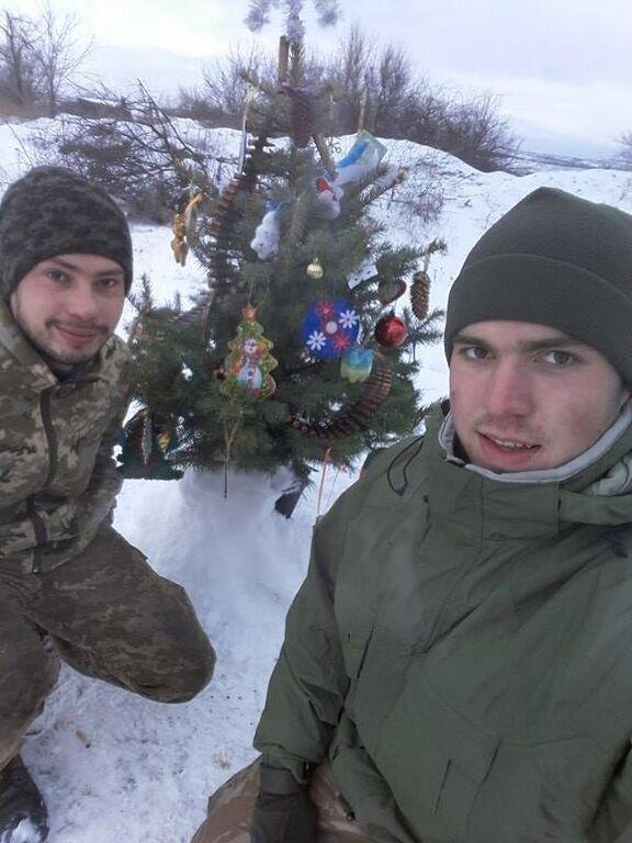 Новый год в зоне АТО: в соцсети показали особую елочку