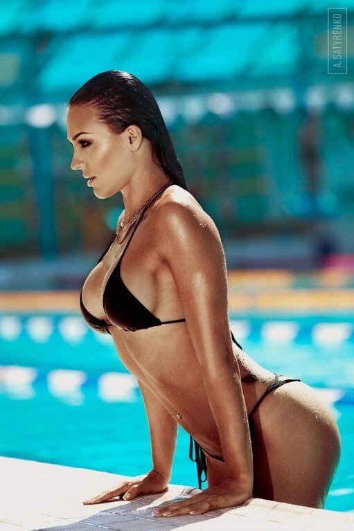 Фитнес-тренер из России возбудила соцсеть фантастическими формами
