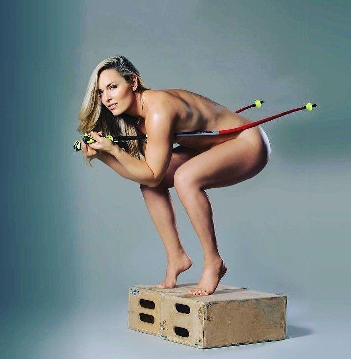 Знаменитая спортсменка подвела итог года полуголыми фото