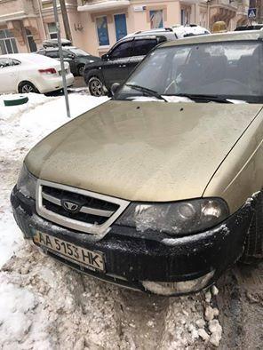 В Киеве таксист-грубиян стал героем парковки