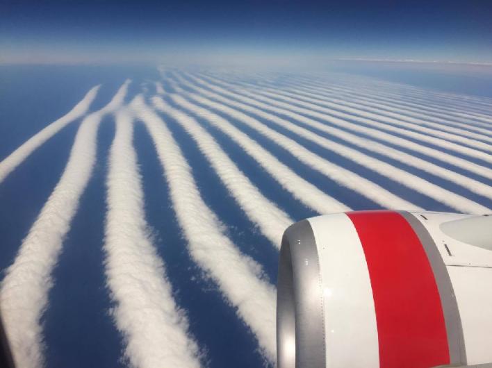 Небесная пустыня: в небе над Австралией засняли необычные облака