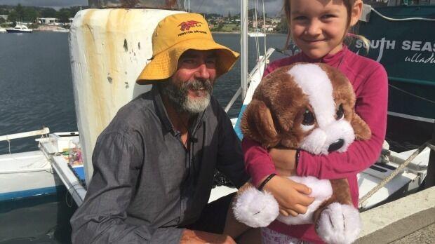 Новозеландец с дочкой месяц дрейфовали в открытом море на сломанном катамаране
