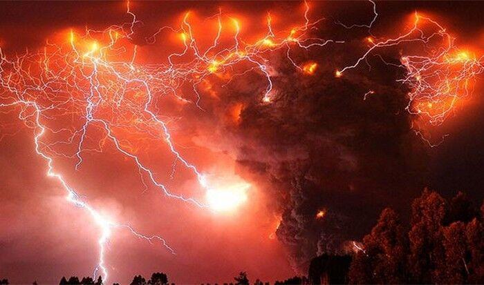 Невероятное природное явление: вулканические молнии.