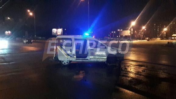 В Киеве произошло ДТП: водитель не заметил полицейскую машину